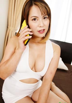 Caribbeancom 092221-001 [VR] エッチ中に夫に電話を掛けさせる危なっかしい遊びが好きな不倫相手